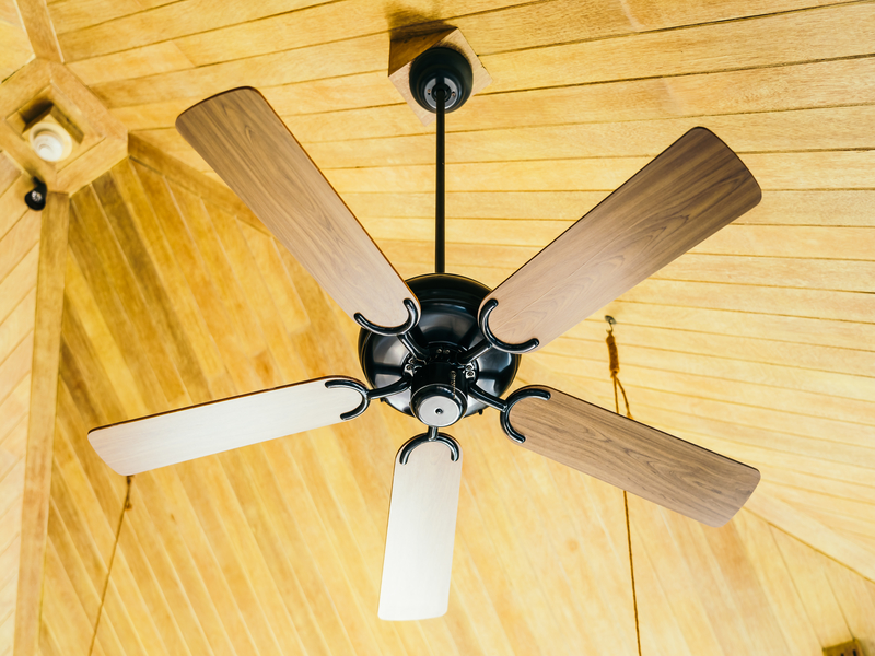 The difference between ceiling fans and air conditioners