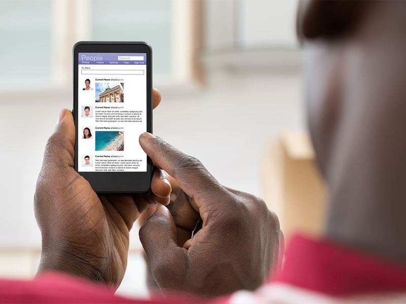 How to effectively use social media to sell a house