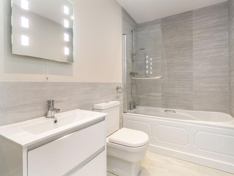 Decorating tricks to make a small bathroom look bigger